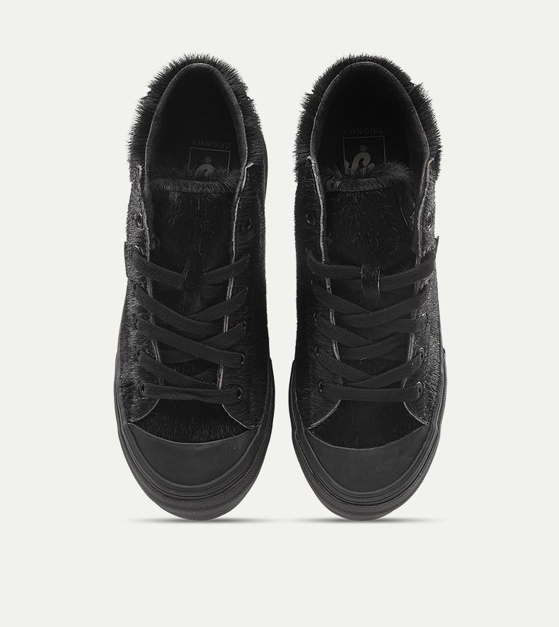 一双能够带来温暖的万斯经典款板鞋,给你的冬日添加多一份精彩